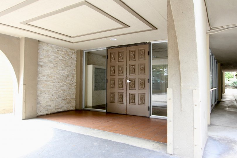 La Jolla Estates large brown door entry way in La Jolla California