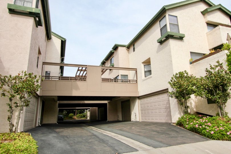 Villas with ample of parking place and green garden in Woodlands North of La Jolla