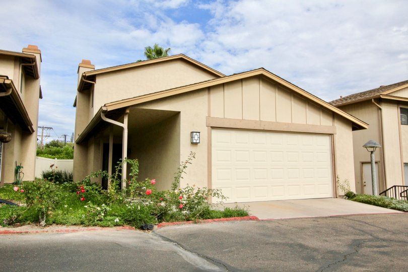 Nice Independent villas with small flower garden around in Lake Glen Park of La Mesa