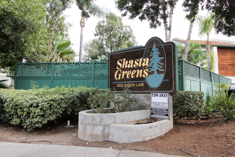 A signage with green wooden fencing in the Shasta Greens neighborhood.