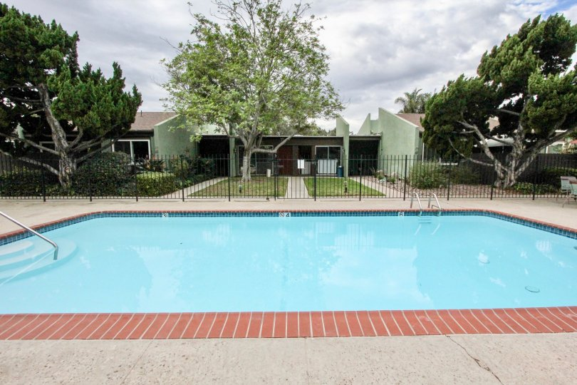 Villa Mesa Parks La Mesa with large pool and view on old trees