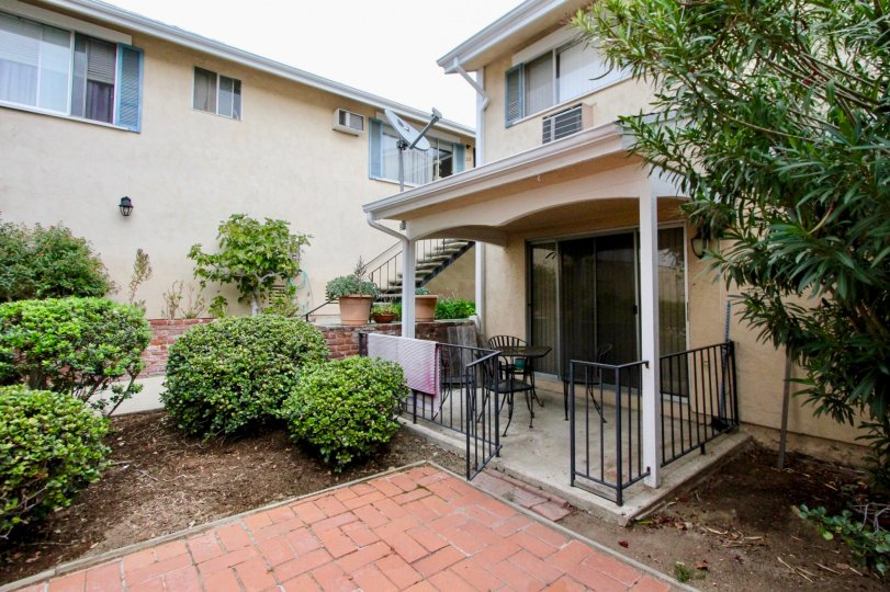Williamsburg Square La Mesa California house with large garden and balcony