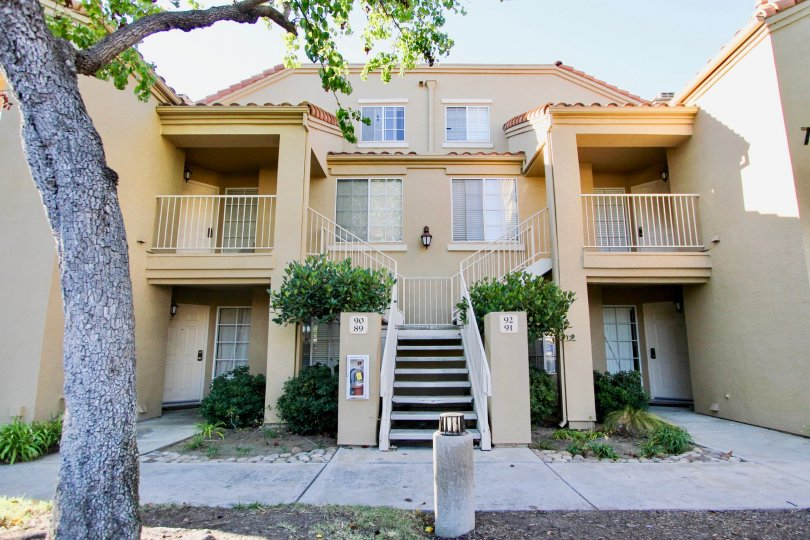 Beautiful condo two story with garage in nice Community