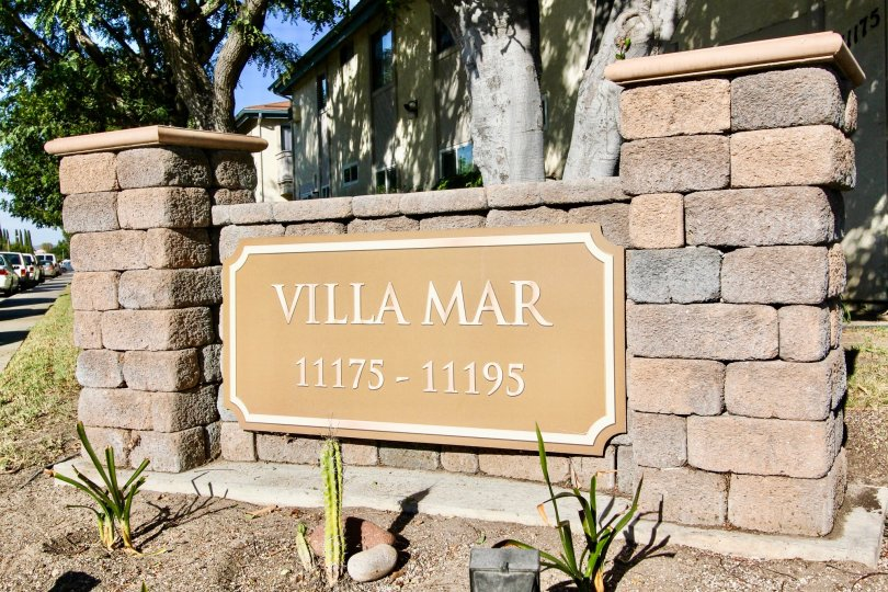 A stone signage of the Villa Mar community painted in beige color.
