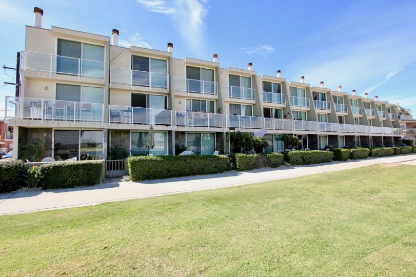 Franklin Shores At the sands edge in North Mission Beach, this bay front condo is perfect for beach lovers and outdoor enthusiasts. Enjoy panoramic views of Mission Bay from every room! Three combined large patios for outdoor entertaining, BBQing and rela