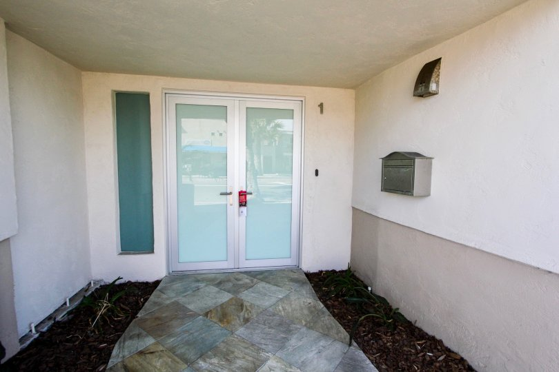 House by the bay is located in desirable North Mission Beach, close to the heart of Pacific Beach with shops on Garnet Avenue and close enough to walk to Belmont Park. With a walk score of 70 and a bike score of 90, you won't need to get back in your car.