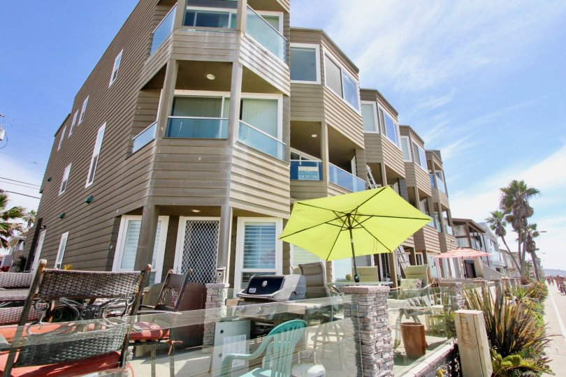 Ocean West is a contemporary oceanfront seven unit luxury condominium building located at 3285 Ocean Front Walk in North Mission Beach. Ocean West is three blocks north of the Famous Giant Dipper Roller Coaster, Plunge Pool and The Wave House Athletic Clu