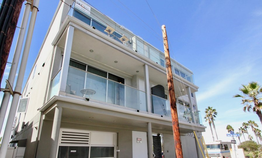 A 2nd and 3rd story desk of a South Beach building in Mission Beach, California
