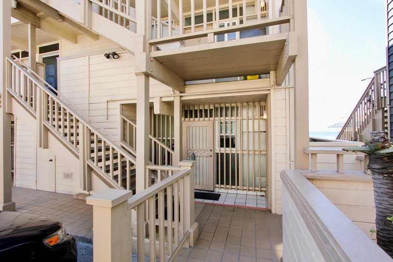 This charming and comfortable condo has two bedrooms and one bathroom, with an extra vanity/sink area in the second bedroom. The master bedroom has a queen bed, sweeping ocean views, and balcony access. The second bedroom has two twin beds. Decorated with