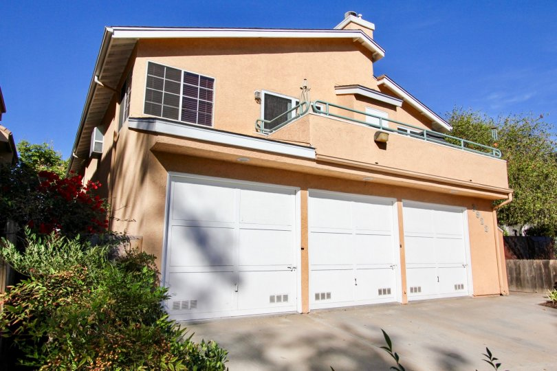 3-Car Garage House in 3922 Albatross, Mission Hills