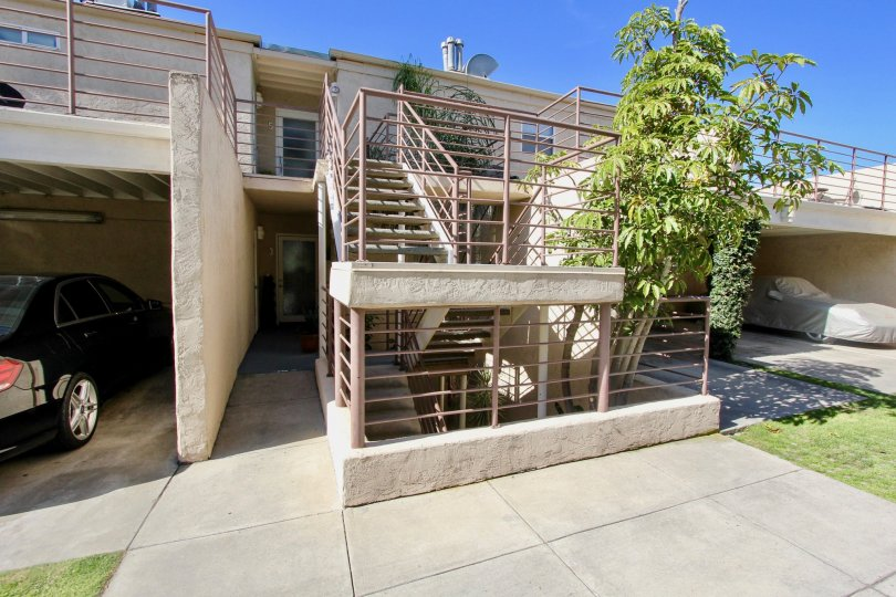 beautiful spacious 2 story redwood condominums with grennery