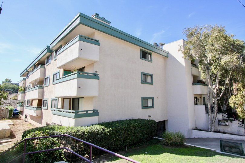 A sunny day in the area of Torrance Canyon. condo. balcony, window, tree
