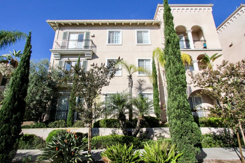 View photos of this 2 bed, 2. 0 bath, 1165 sqft condo located at 4080 Front St APT... Villa Portofino is centrally located in the heart of Mission Hills and is a gated...