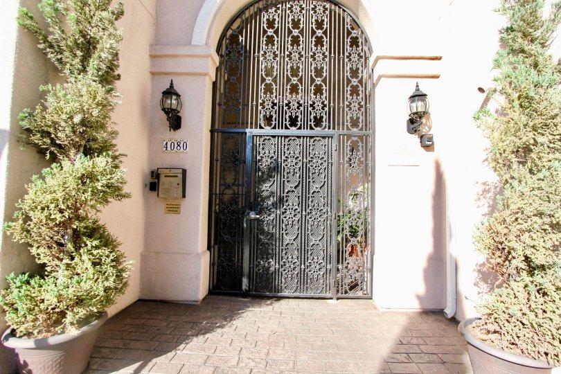 A sunny day in the area of Villa Portofino on Front, doorway, amilbox, bush