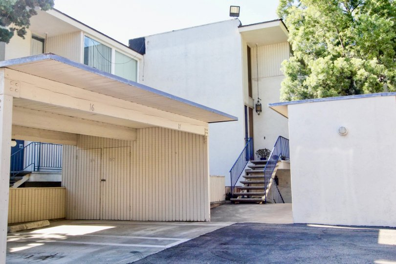 Mission Valley real estate is primarily comprised of condos and town homes. There is one complex in 'Escala' that offers detached houses. Thus, it is a popular location for first time buyers, and those looking for an investment. Many students and young pe