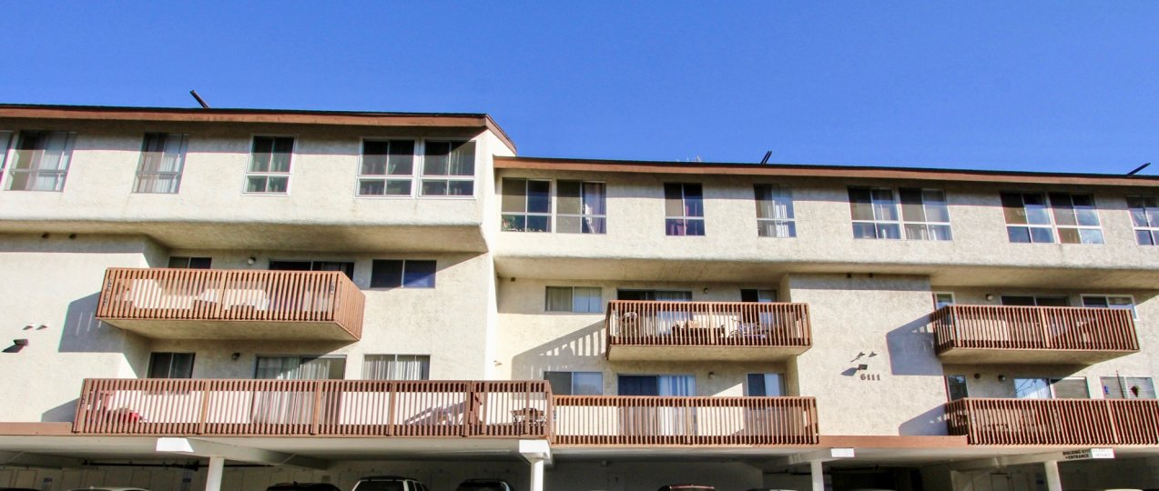 A sunny day in the area of Mission Verde, balconies, windows, roof, sky