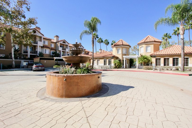 I love living at River Colony! It's very quiet, people are nice and it's close to everything in San Diego. My commute is only 5 minutes. I moved in a few years ago and the management company was Prescott, now bought out by Associa (please see my review of
