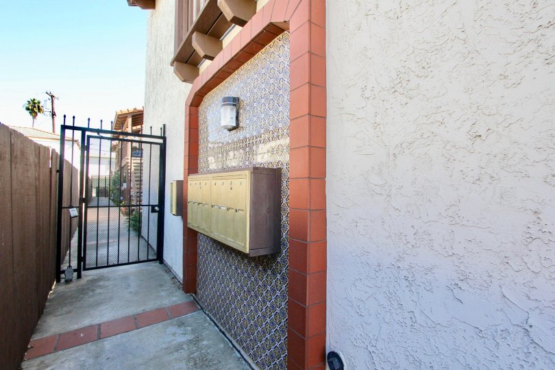 Side access to apartment with personal mailbox in Normal Heights