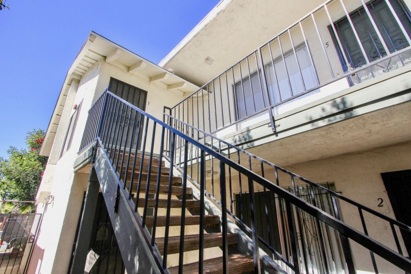 Tranquility of ascension stairs to your apartment in Oaktree Villas in the city of Normal Heights