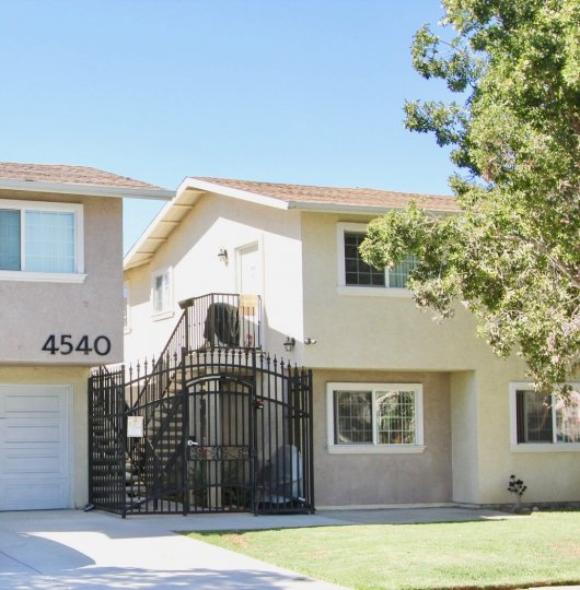 Beautiful condo Fully Gated Community with a garage and close to downtown