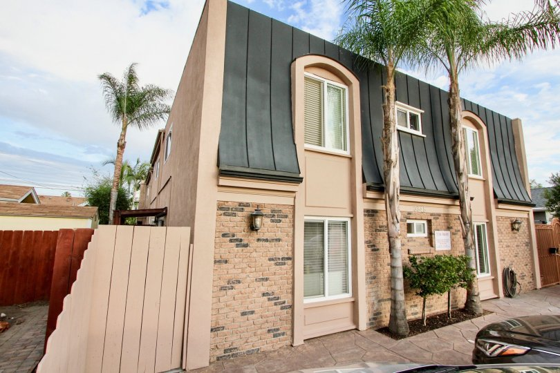 Exceptional Morley Field location in lovely, well-maintained, building just a short walk to Balboa Park and North Park restaurants and shops