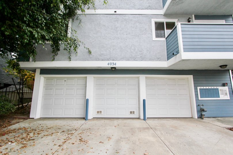 Walk path with garden and balcony in 4034 Florida St.