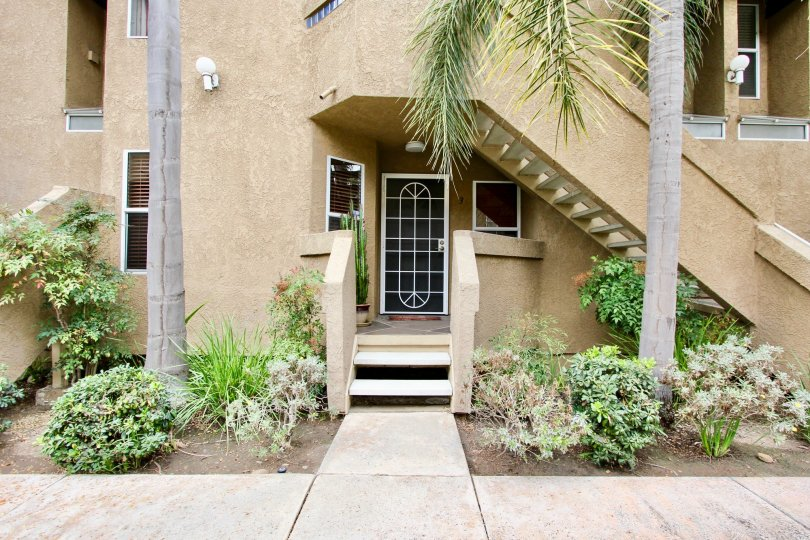 A sunny day in the area of Balboa Park Villas, door, stairs, palm trees, bush