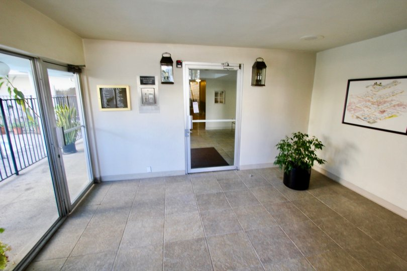 Horizon House,North Park  ,California, tiled floor, transparent door