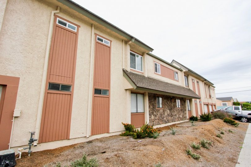 An exterior of the stucco and wood siding Idaho Villas two story apartment homes