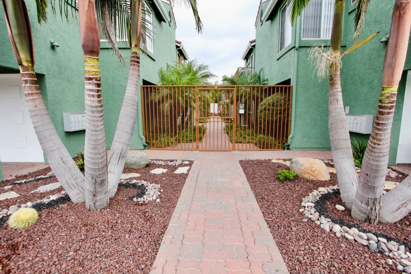 Majestic Palms is located on large, private, beautifully landscaped corner lot in the ultra hip Uptown Arts District of Palm Springs and is just minutes from attractions, restaurants, galleries, museums and shops. This modern desert retreat with retro fla