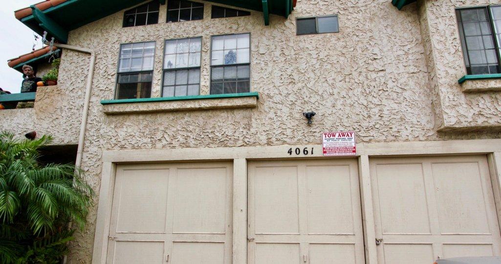 Utah Park  , North Park  ,: California,brown building,number
