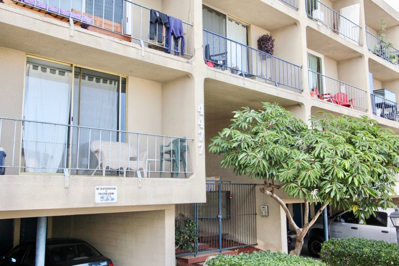 The Apartment in Sans Socui, Chairs is present in all balconies
