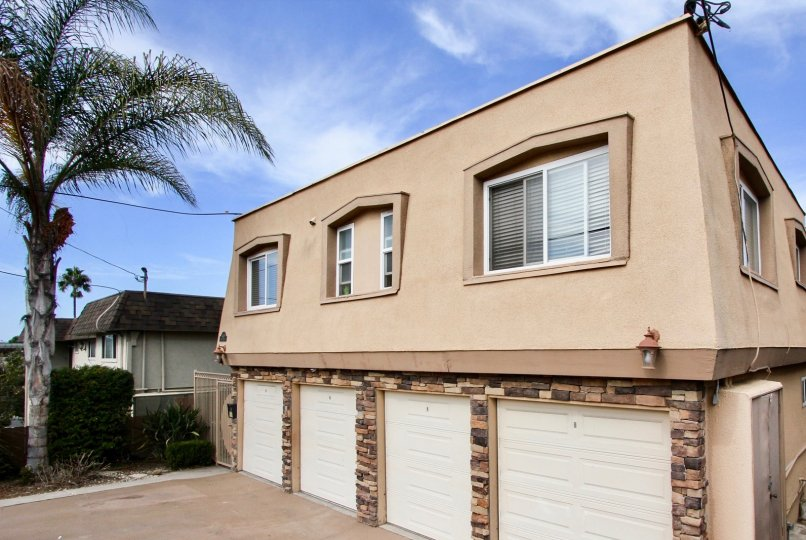 Temecula Heights beautiful bungalow and nice color in this bungalow and nice garden with tree attractive aerie