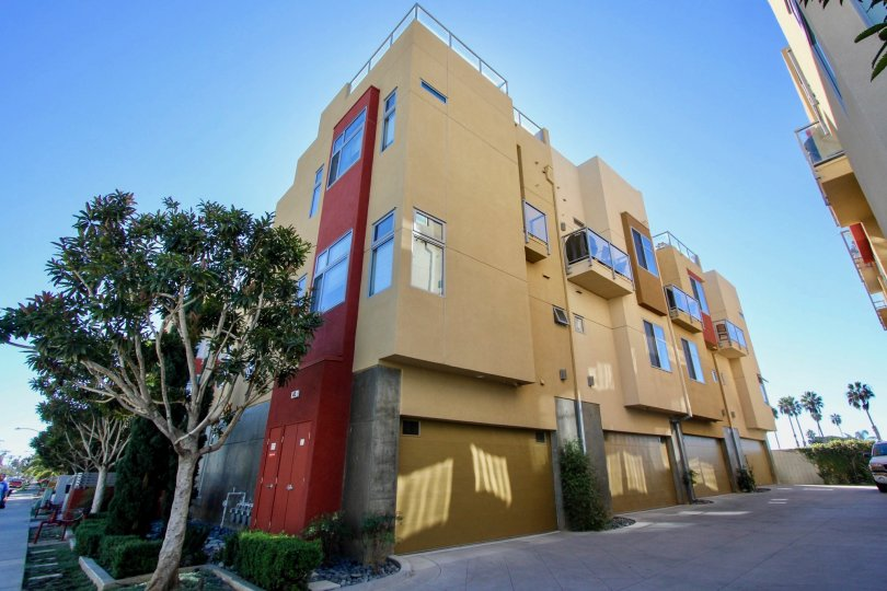 "ALT=""Coastal Townlofts Community at Oceanside in California"""