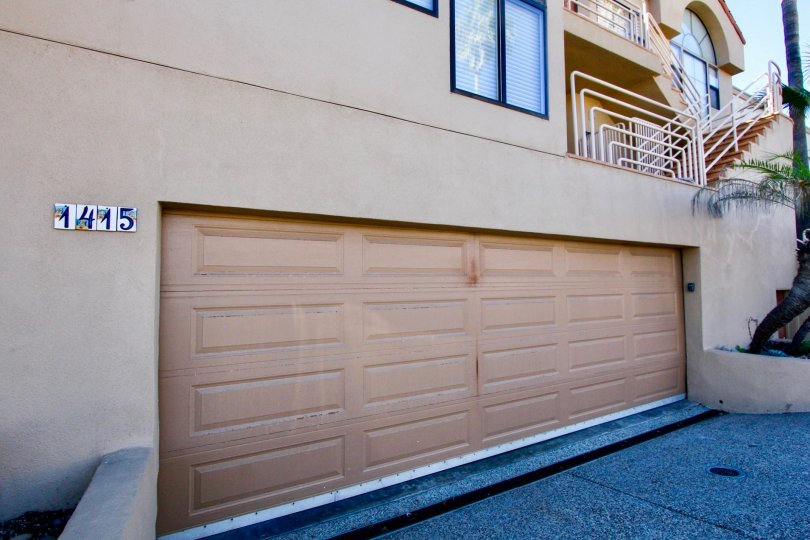 A sunny day in the area of Las Olas, outside, garage, stairs, tree, driveway