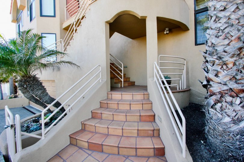 A PLEASANT DAY WITH WELL DESIGNED HOUSE WITH EXPANDING STEPS
