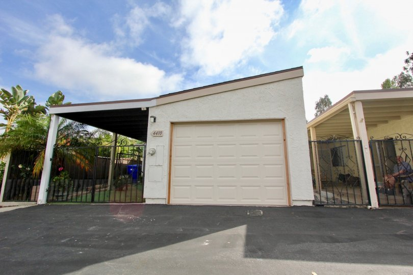 This quaint garage sits under the sun in Oceanside, California