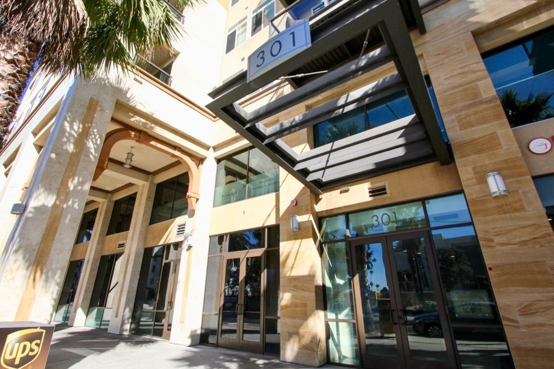A street view of an entry way with architectural details at Oceanside Terrace