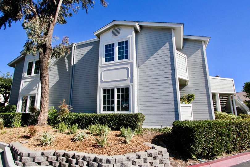 5 min walk to the beach in one of Destin's favorite beach resorts. Play the par 3 golf course. Swim in one of 5 pool areas, or enjoy the hot tubs. Drive right up to the condo door, just 3 steps up on the main floor. In a gated community with security guar