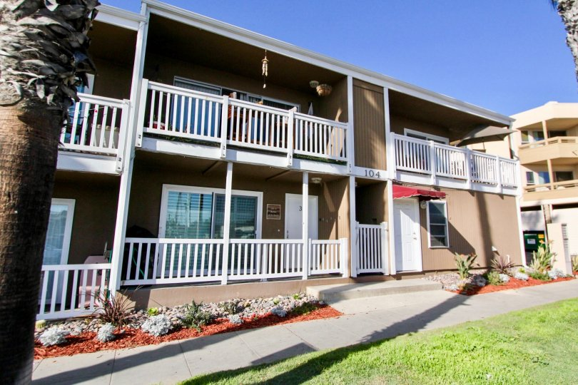 This Sea Spray Villas II downstairs condo has 2 bedrooms, 2 baths with approximately 912 sf and a detached single car garage. This condo complex features 7 units with a community laundry facility. Relax while taking in white water views and sunsets from t