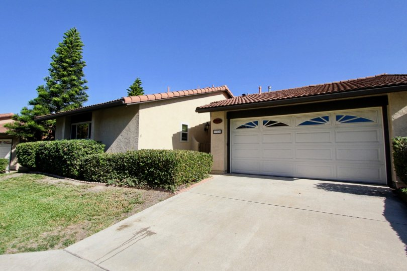 257 Vista Montana Way, Oceanside, CA 92054 Perfect Location! Must See! This home is partially furnished. Upgraded single story home situated in a landscaped quiet cul-de-sac. Upgrades include attached finished garage, driveway, brick fireplace (wood burni