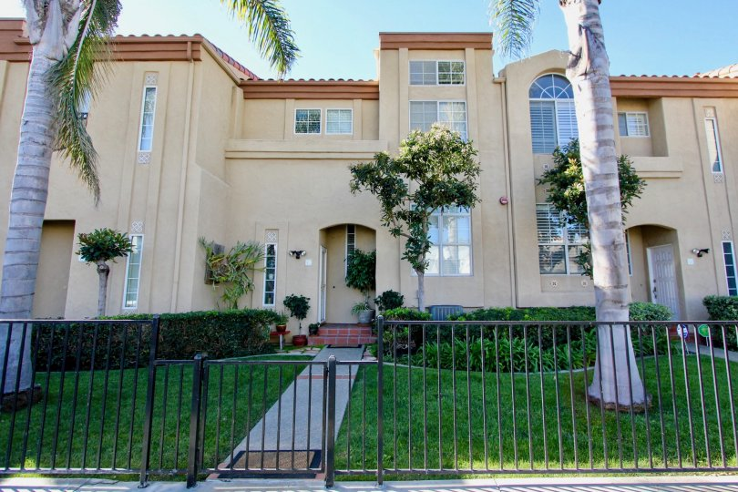 A well maintained lawn and landscaping at the Wind & Sea Townhomes in Oceanside, CA