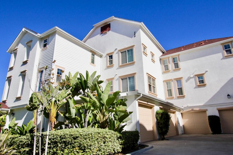 Multi-Storey housing with attached single-car garages and landscaped frontage in Windward, Oceanside, CA