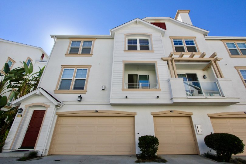 Beautiful condo three story with garage in nice Community