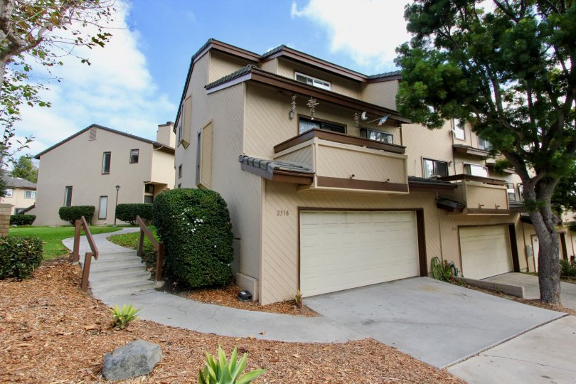 Woodlands Ivy homes are located in the beach community of Oceanside, California. This is a townhome community that features tri-level homes located close to the beach. Units in this complex come with vaulted ceilings, attached garages and open floor plans
