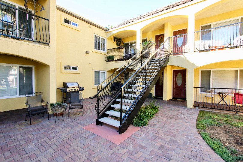 1915 Emerald is a wow apartment, with a tone of gold looking cream. This can only be seen at the Pacific Beach, Californa