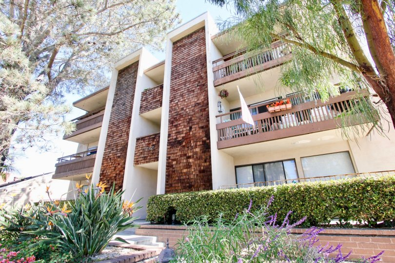 A three story residential complex with tall wood tile walls in 3745 Riviera at Pacific Beach CA