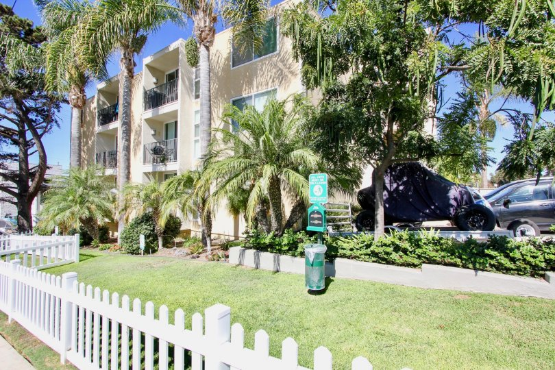3910 At The Beach is an apartment complex located in Pacific Beach, California. It has a nice front area full of green grass, complete with a baggie stand to use baggies when taking out pets.
