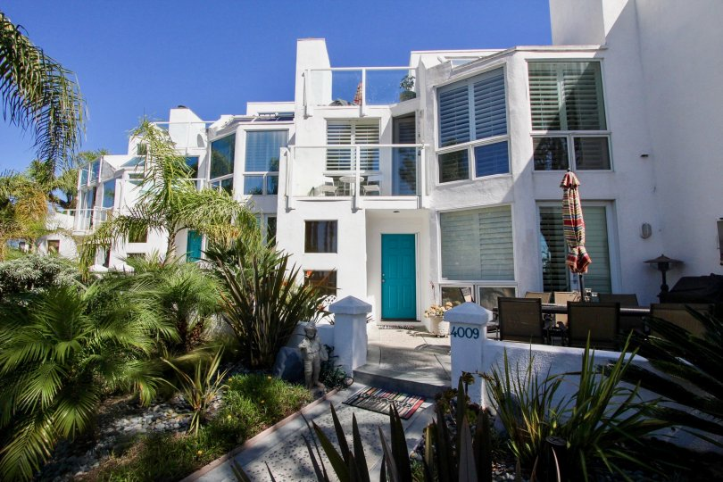 A SUNNY DAY IN THE BAY CONTEMPO WITH GLASS FURNISED HOUSE WITH GARDEN TOO