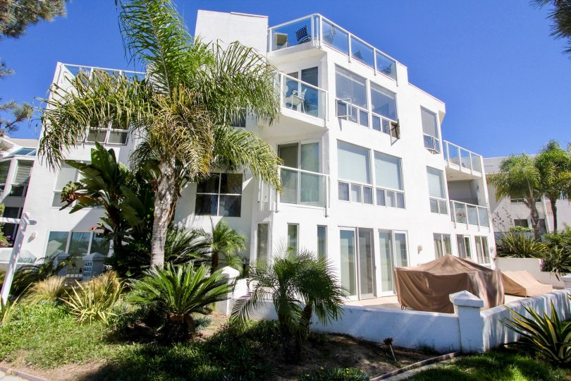 A SUNNY DAY IN THE BAY CONTEMPO WITH THE HOUSE THAT IS FULLY EQUIPPED WITH GLASS